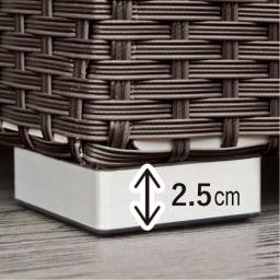 組立不要ラタン調ベンチ収納 幅60cm 脚高なので、庫内の湿気がこもりにくい。
