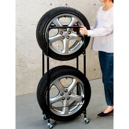 薄型タイヤラック2個組【軽自動車・普通車・大型車対応】【カバー付き有】 キャスター付きで、女性でもラクに移動できます。