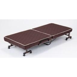 開梱してすぐ使える![組立不要]低反発ダブルリクライニング電動ベッド ベッド時 グリップがマット面と同じ高さなので、立ち座りの際グリップが邪魔になりません。