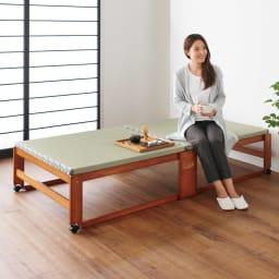 畳空間を簡単に演出できる折りたたみベッド(棚なし) ハイタイプの床面は、立ち座りのしやすい高さ40cmの設計でゆったりとくつろげます。