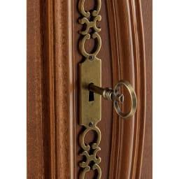 イタリアン家具シリーズ 象がんサイドボードキャビネット・幅124cm 鍵を使って扉をオープン。取っ手にもなります。