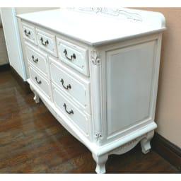アンティーク調クラシック家具シリーズ チェスト・幅110cm 側面にも掘り込みを入れて立体的なデザイン。
