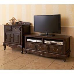 アンティーク調クラシック家具シリーズ テレビ台・幅113cm コーディネート例 同シリーズのチェストと上棚収納を組み合わせて。