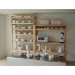 国産杉の無垢材キッチン収納 パントリーキッチンラック 幅149cm奥行38cm 突っ張りラックとキッチンラックを組み合わせて大容量の壁面収納に。