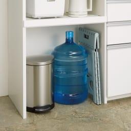 システムキッチンのようなステンレス天板カウンター 幅120.5cm 下段オープン部はゴミ箱の収納や重いストックの出し入れに便利。