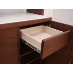 アルダー天然木アールデザインシリーズ キッチンボード 幅60cm 引き出しは全段ストッパー付きフルスライドレール式。たっぷり収納しても、奥までスムーズに開閉できるので出し入れがラクです。