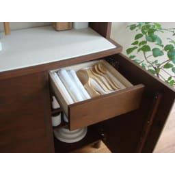 アルダー天然木アールデザインシリーズ キッチンボード 幅60cm 収納例  ※引出し小(有効内寸)・耐荷重:幅29奥行27.5高さ13側板高さ6.5cm・耐荷重量約10kg
