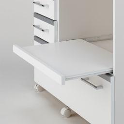 収納しやすいステンレストップカウンター 家電収納タイプ幅118cm スライドテーブルは手前に26cm引き出せます。