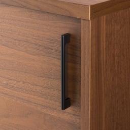 ウォルナットカウンター下収納庫 引き戸 幅150奥行23高さ70cm シックな印象のブラック取っ手。高級感のある仕上げ。