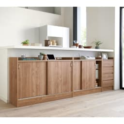 コンセント付き引き戸カウンター下収納庫 幅60cm奥行35cm 見逃しがちなキッチンカウンター下のデッドスペースを、壁一面収納スペースにプチリフォームできます。
