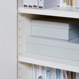 テレワークに最適!ダイニングを自由に使える多機能カウンター 幅140cm 可動棚板は3cm間隔に調節できて便利。