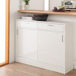 お部屋にぴったりが選べる高さサイズオーダー引き出し付き収納庫 引き戸収納 幅120奥行25cm高さ70~100cm (ア)ホワイトの前板は美しい光沢仕上げで、水や汚れに強くお手入れも簡単。
