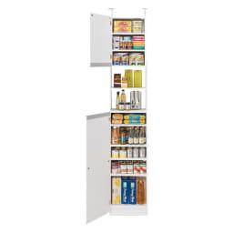 薄型で省スペースキッチン突っ張り収納庫 扉タイプ 幅45cm・奥行31cm キッチン用品、調味料などの細々したものはもちろん、 薄型なので、洗面所で使用しても◎