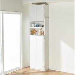 薄型で省スペースキッチン突っ張り収納庫 扉タイプ 幅60cm・奥行31cm コーディネート例