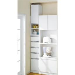 薄型で省スペースキッチン突っ張り収納庫 チェストタイプ 幅60cm・奥行31cm さらに幅の狭いタイプもあります。※写真は幅30cmタイプです。
