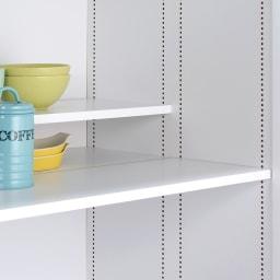 食器からストックまで入るキッチンパントリー収納庫 幅75奥行40cm 上部の前後で高さが変えられるハーフ棚は1cm間隔で調整できます。