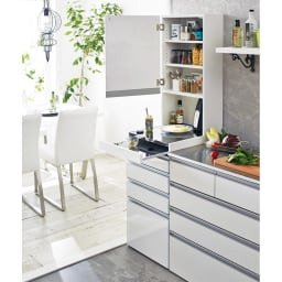 光沢仕上げダブルステンレス天板すき間収納庫 ハイタイプ高さ170cm 幅45cm スッキリと整理されたキッチンで、毎日のお料理をさらにスムーズに。