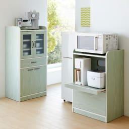 キッチン収納ミニ食器棚シリーズ レンジ台小(高さ90.5cm) シリーズ商品にはちょっと背の高い食器棚もご用意しております。