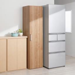 食器が探しやすく取り出しやすい食器棚 幅45cm コーディネート例(イ)ナチュラル 扉を閉じればスッキリ。