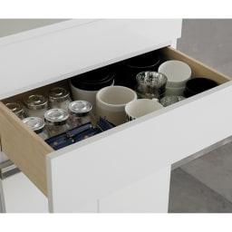 光沢仕上げ腰高カウンター収納シリーズ キッチン収納庫 幅55.5cm 引き出し2段目は内寸高10cm。小鉢やコーヒーカップを収納。