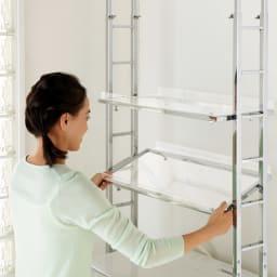 スタイリッシュランドリーラック 棚1段・バスケット4個 (2)次にお好みの位置に棚板を設置するだけ。