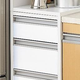 取り出しやすい2面オープンすき間収納庫 奥行44.5cm・幅20cm すっきりとした印象のフラットタイプ。 狭いキッチンでは出っ張りがないので◎