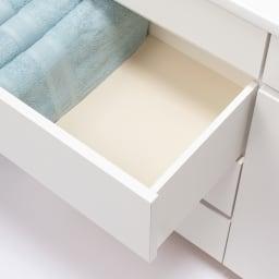 組立不要 隠せる脱衣カゴ付きサニタリーチェスト カゴ1個・引き出し 幅90奥行42cm 引き出しはストッパー付きで、内部は化粧仕上げなので収納物をきれいに保ちます。
