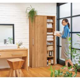 すっきり隠せる薄型引き戸収納庫 幅67.5cm 落ち着きのある天然木調ブラウンは洗面所にゆったりとした安らぎをもたらします。(イ)ブラウン ※写真は幅90cmタイプです。