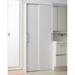 すっきり隠せる薄型引き戸収納庫 幅90cm スライド扉を閉めると、清潔感のあるシンプルなデザインで、洗面所がスッキリとした印象になります。(※写真は幅75cmタイプです)