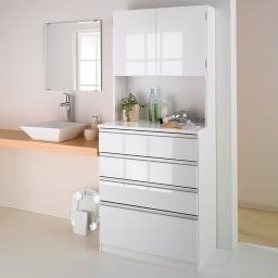 水回りでも安心の光沢洗面所チェスト 扉付きハイタイプ・幅75cm 扉を閉じればすっきり。清潔感があります。