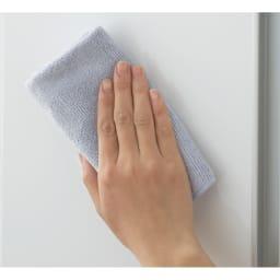 トイレ収納庫 引き戸タイプ 幅60cm・4段 (ア)ホワイトは水ハネに強くお手入れが簡単です。