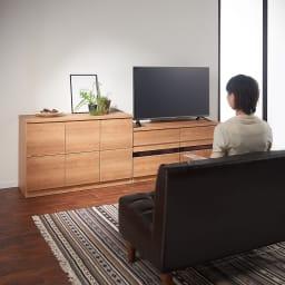 天然木調テレビ台シリーズ ハイタイプテレビ台 幅100.5高さ60cm コーディネート例 ハイタイプテレビ台はソファに座った時でもちょうど良い高さ。
