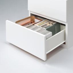 ラインスタイルハイタイプテレビ台シリーズ チェスト・幅45cm 引き出しはCDやDVDの背表紙が見える状態で収納できます。