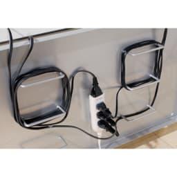 配線コード巻き取り機能付き!オープンコーナーテレビ台 幅90cm・オープンタイプ 背面でコードを巻き取れます。背板はスチール製でマグネット式電源タップの貼り付けが可能。