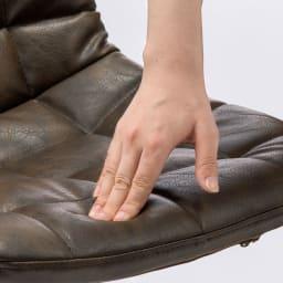 レザー調ワッフルチェア ふんわり包み込む座り心地の良いシート。
