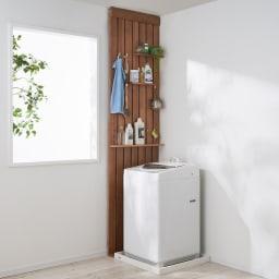 金具がきれいに隠せる 天然木突っ張りウォール 幅62cm 洗濯機横のわずかなスペースでもお役立ちします。(イ)ブラウン