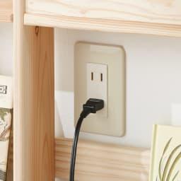 国産杉の収納ラックシリーズ テキスト収納ラック(奥行25cm) 背板がないのでコンセントのある壁面に設置できます。