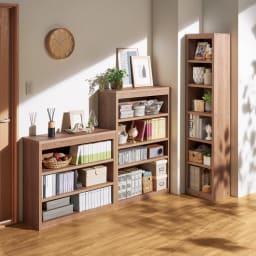 頑丈棚板がっちり書棚(頑丈本棚) ミドルタイプ 幅50cm コーディネート例(ウ)オリジナルウォルナット 柱やスイッチを避けて設置できる多彩なサイズバリエーション。