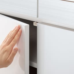 モダンブックライブラリー キャビネットタイプ 幅60cm 扉はワンタッチで開くプッシュ式。