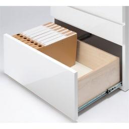 モダンブックライブラリー 天井突っ張り式 チェストタイプ 幅60cm チェスト最下段はフルスライドレール付きで、A4ファイル対応サイズ。