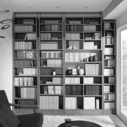 1台で壁いっぱいに本を収納!本好きのための壁面つっぱり本棚 幅オーダー(1cm単位) 本体幅30~45奥行17cm 幅オーダータイプは、梁などがある壁面でも、すき間を埋めて壁いっぱいに設置できます。