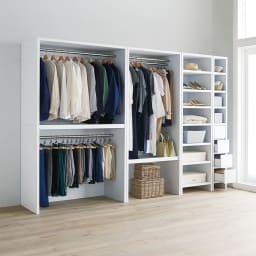 ウォークインクローゼット収納シリーズ ハンガータイプ 幅120cm・奥行44cm コーディネート例:衣類やバッグ類を見やすくたっぷり収納。天井近くまで高さを活かして収納効率もアップできます。