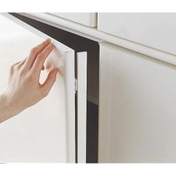 壁面間仕切りワードローブ 幅80cm用「オーダー上置き」・高さ26~90cm(1cm単位オーダー) 防塵フラップでホコリの侵入を防ぎます。