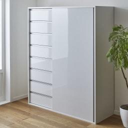 衣類をまとめて収納できる光沢仕上げタワーチェストクローゼットハンガー 幅150cm コーディネート例(ア)ホワイト