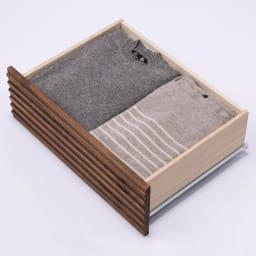 天然木横格子柄のローチェスト 幅60cm奥行44cm・3段 引き出し使用イメージ