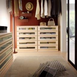 ブティックのような モダン桐クローゼットチェスト 幅75cm・4段 まるでブティックのようなモダンな収納空間が実現。