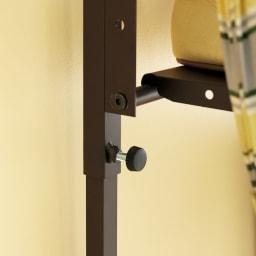 玄関の段差対応伸縮シューズラック 7段 脚部のつまみでしっかりと固定。