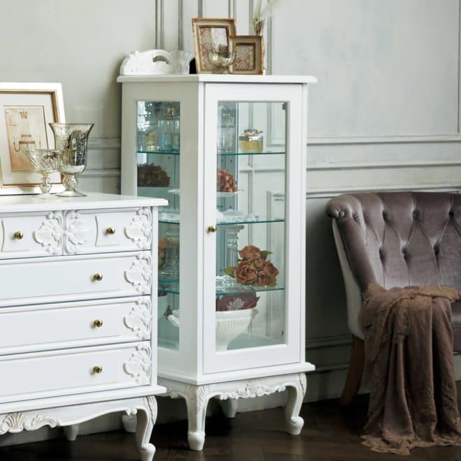 アンティーククラシックシリーズ コレクションキャビネット ハイタイプ ガラス扉と美しい装飾が一際豪華なコレクションキャビネット。