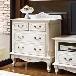 アンティーク調クラシック家具シリーズ チェスト・幅75cm ホワイトはより一層華やかな雰囲気にする白い家具。フレンチアンティークの様に。