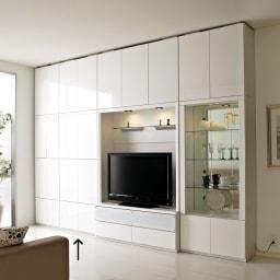 美しく飾れる 壁面収納システム 扉収納庫タイプ 幅80cm (ア)ホワイト≪組合せ例≫ ※写真は天井高さ260cmで撮影しています。